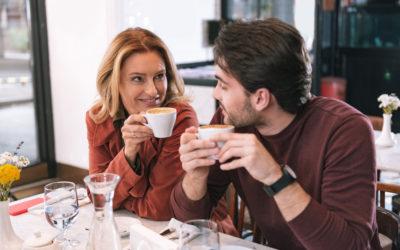Nos 7 conseils pour plaire à un homme plus jeune en 2020