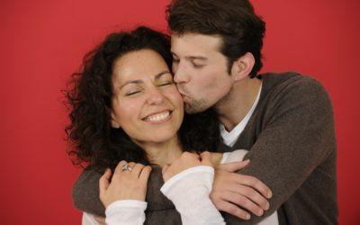 7 choses à savoir avant de sortir avec un homme plus jeune !